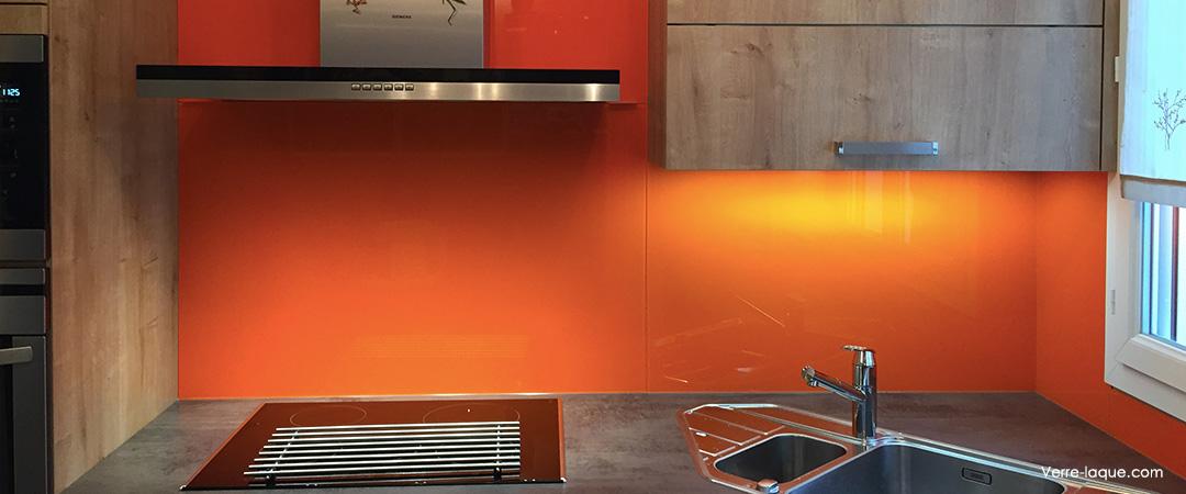 Cr dence en verre laqu pour votre cuisine verre - Cuisine en orange ...