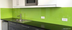 credence cuisine en verre laque vert anis