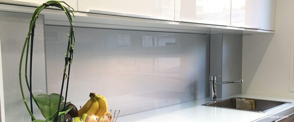 verre laqu sur mesure couleurs au choix professionnel au juste prix. Black Bedroom Furniture Sets. Home Design Ideas