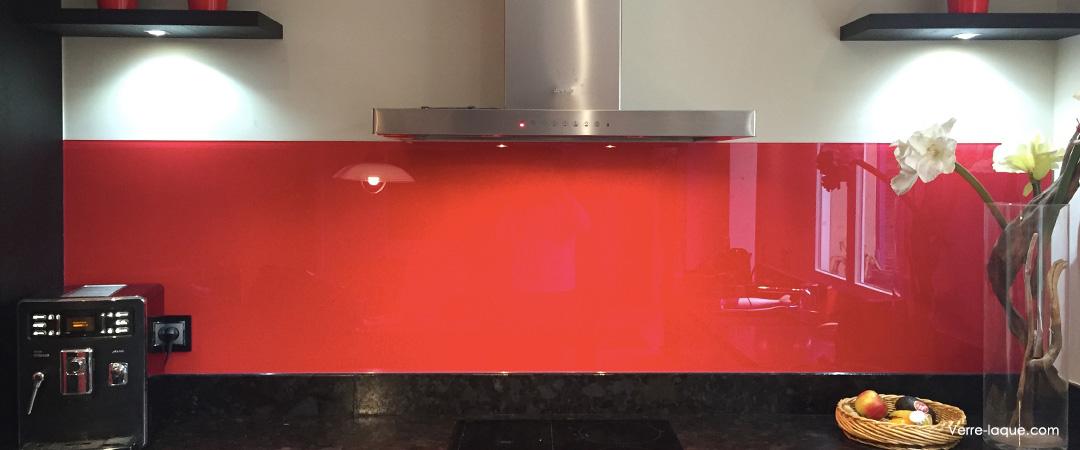 cr dence en verre laqu pour votre cuisine verre. Black Bedroom Furniture Sets. Home Design Ideas